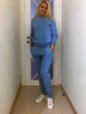 Голубой спортивный костюм женский