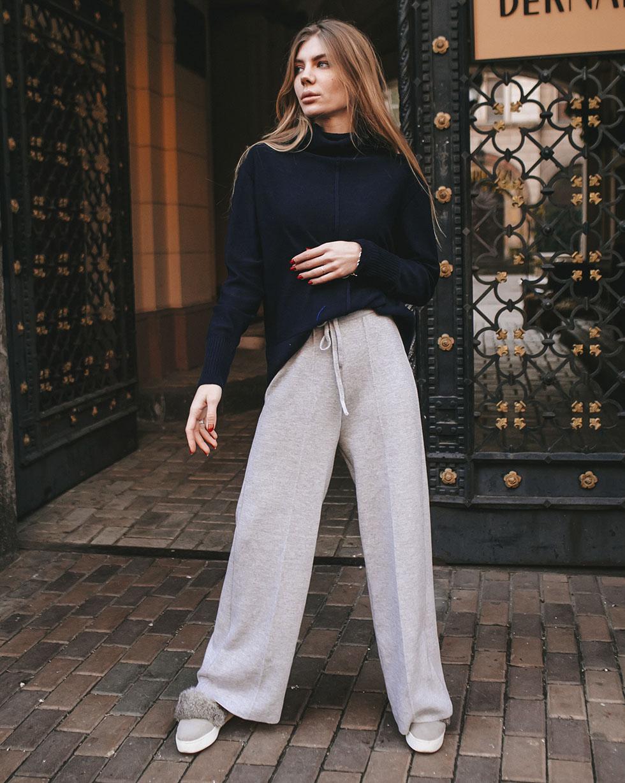 Прямые брюки из мериносовой шерсти серого цвета