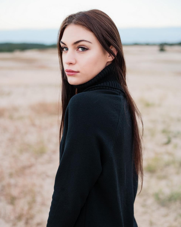 Кашемировый свитер оверсайз черного цвета с двойным отворотом
