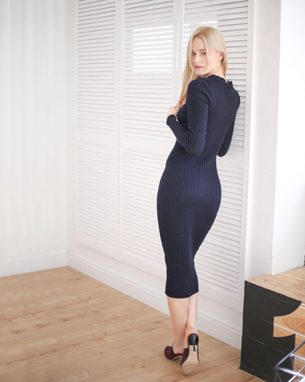 Демисезонное платье из шерсти мериноса Темно - Синего цвета с декоративной капелькой