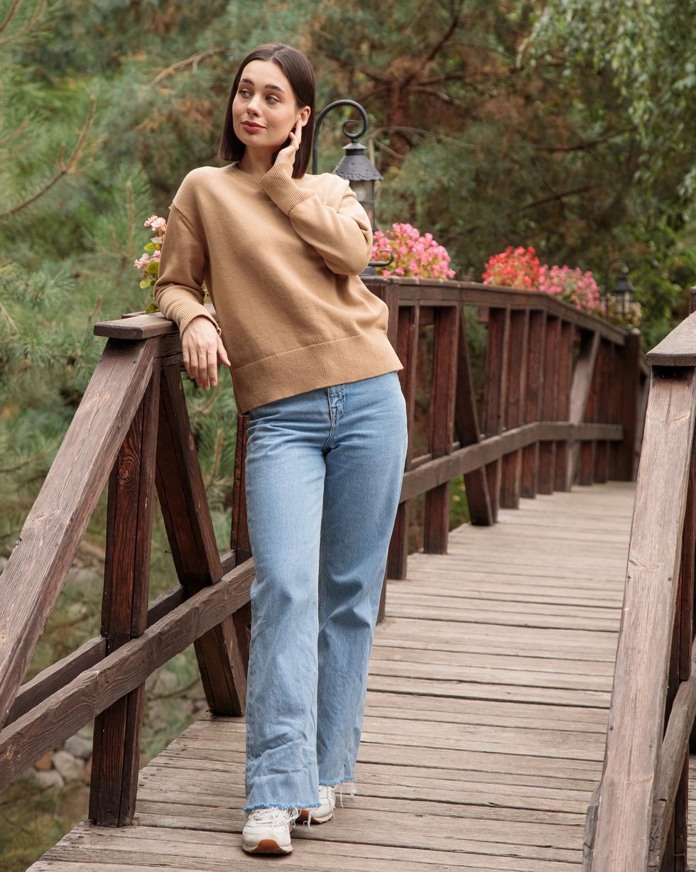 Кашемировый свитер оверсайз в цвете Золотой Беж с круглой горловиной