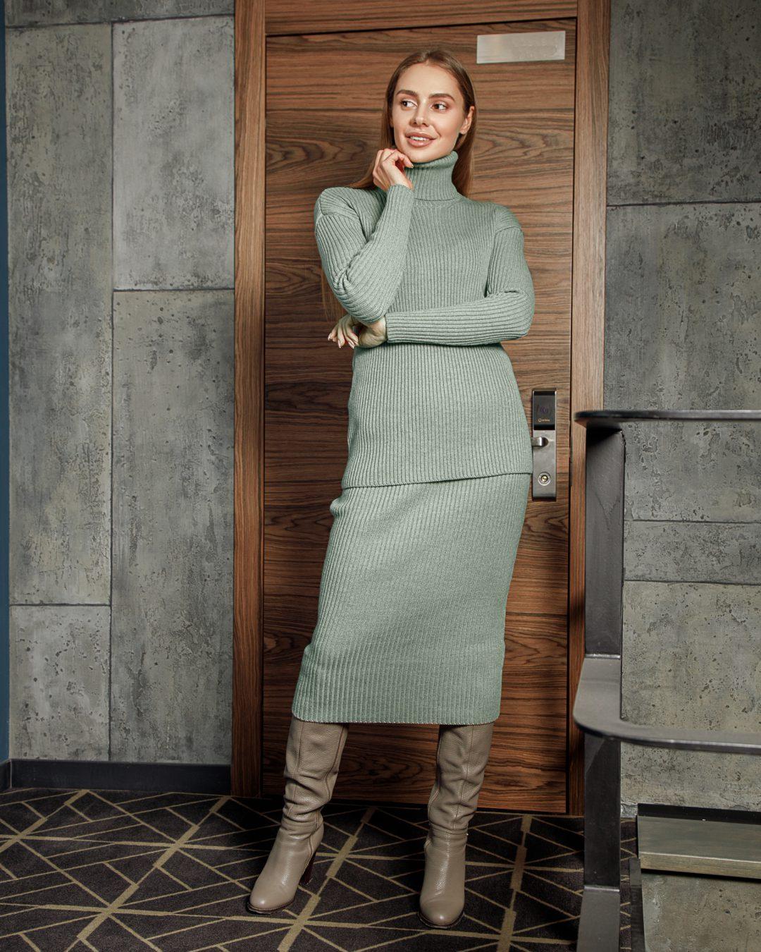 Свободный юбочный костюм из мериносовой шерсти Фисташка от LikeOn