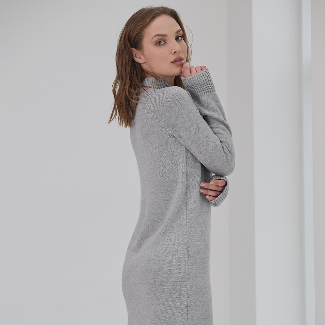 Платье-свитер из мериносовой шерсти Пепельного цвета LikeOn