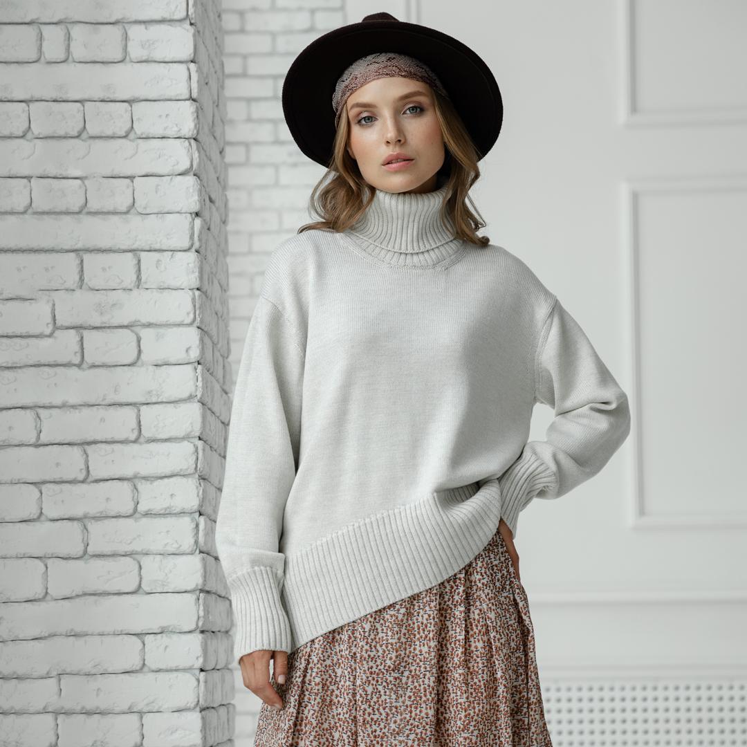 Скругленный свитер свободной посадки Oversize из мериноса в цвете Белый- Меланж от LikeOn